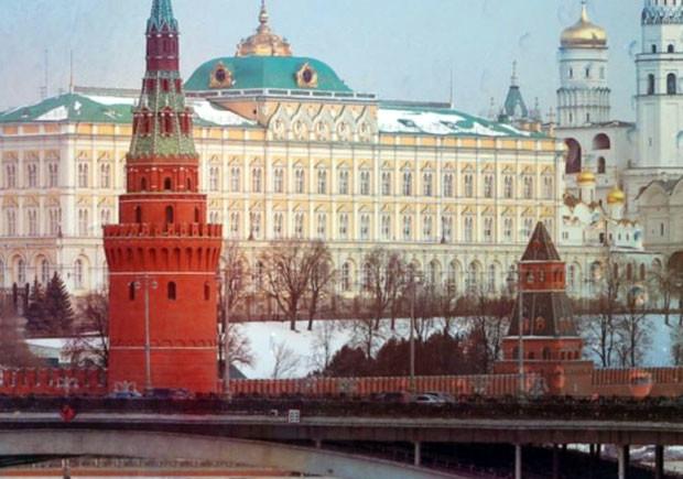 Lua de Papel, Curtas da Estante, O Candidato do Kremlin, Deus Me Livro, Jason Matthews