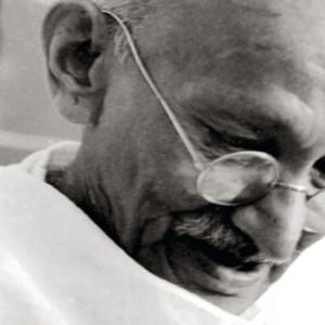 Gandhi: Fotobiografia, Editorial Bizâncio, Deus Me Livro, Pramod Kapoor